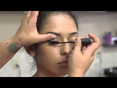 How to Sell Cosmetics Like an Expert : Makeup Advice
