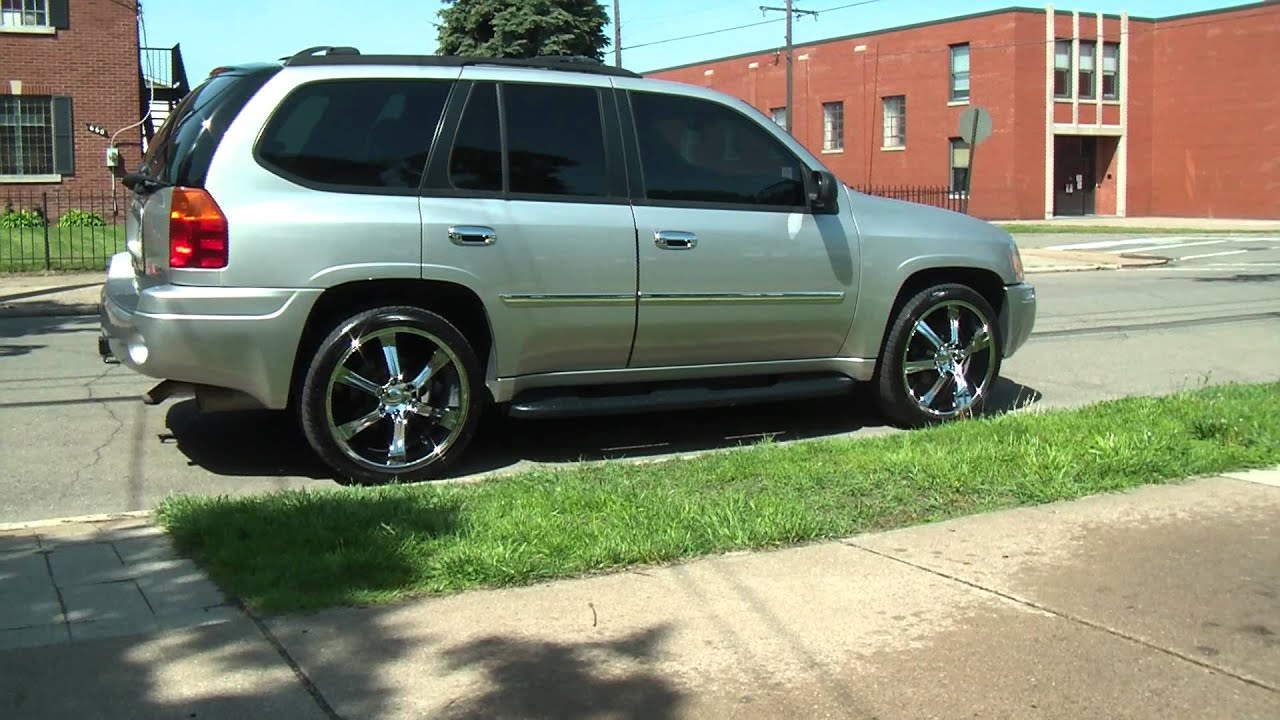 "2007 Envoy with 22"" Rims and tinted windows and more - YouTube"