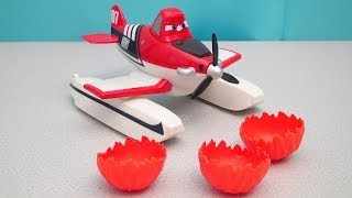 DISNEY PLANES FIRE AND RESCUE SCOOP AND SPRAY FIREFIGHTER DUSTY CROPPHOPPER TOY REVIEW