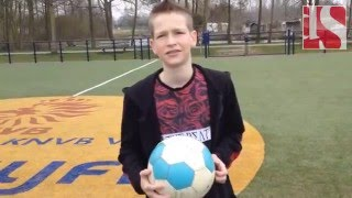 Voetballertjes eren held op Cruijff Court Zwolle
