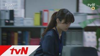 팀 내에서 영이(강소라)의 수난은 계속되고, 하대리는 영이에게 본인의 쓰레기통 청소까지 시키는데... tvN 8주년 특별기획 '미생' 매주 금토 저녁 8시 30분 갑들의 ...