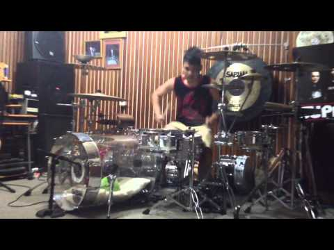 Ikmal tobing , blink 182 - dogs eating dogs (drum cover)