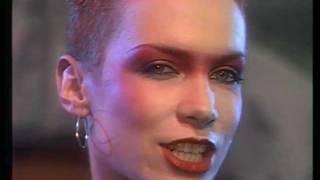 Eurythmics - Love Is A Stranger (WWF Club 1983)