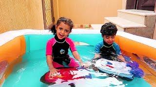 أنس ولمار لعبوا بالقوارب في المسبح !!
