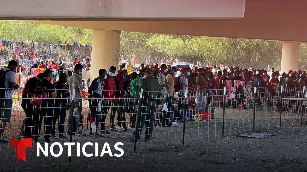 Download Ya son 12,000 los migrantes hacinados en puente fronterizo | Noticias Telemundo