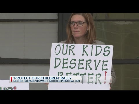 About 30 take part in rally calling for removal of Neches Elementary School Principal Kimberlyn Snid