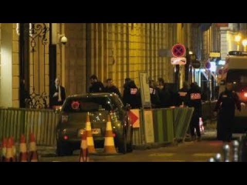 Police search for jewel thieves after Paris Ritz heist