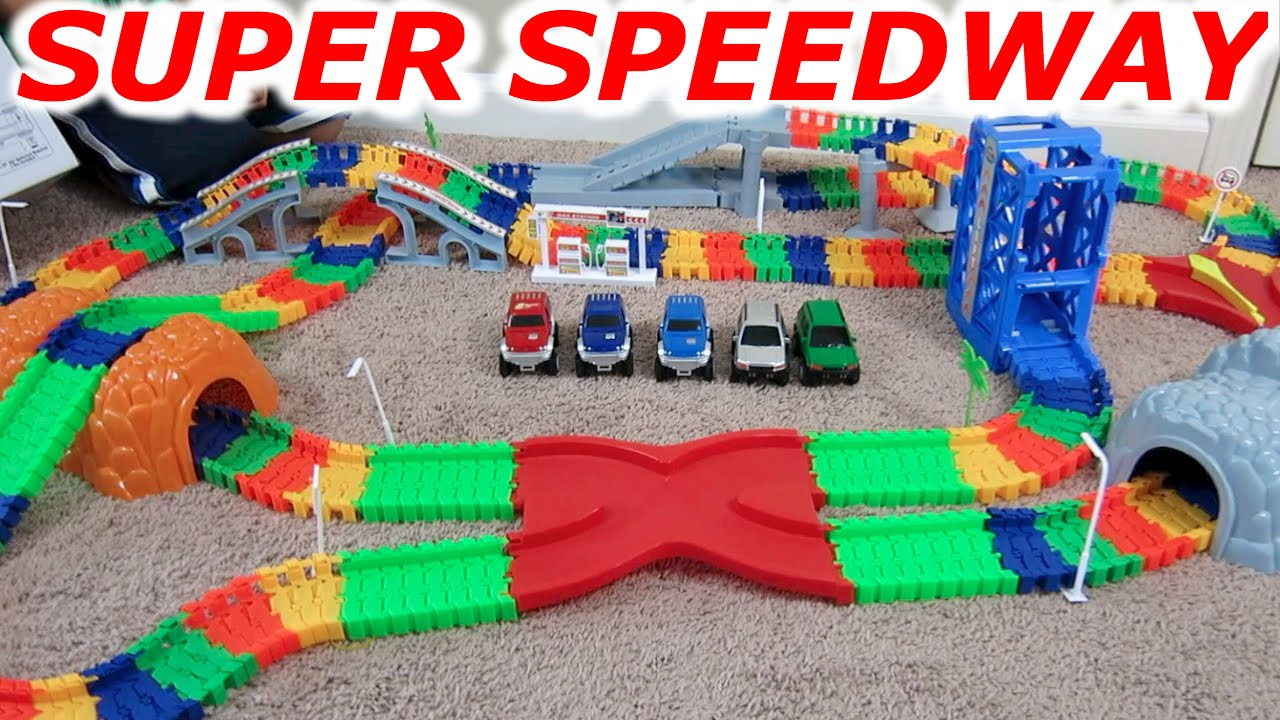Super Snap Speedway Car And Monster Truck Racing Race Track