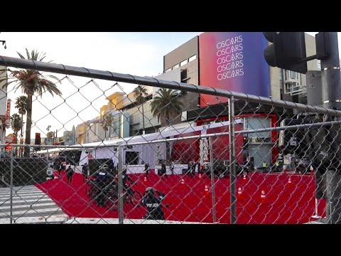 The Academy Awards 2019 - What's It Like Outside The Oscars / Police Crowd Control / Walking Tour