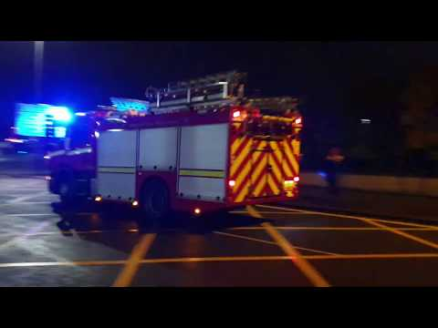 merseyside-fire-&-rescue-service-city-centre-p1-responding-on-blue-lights-&-sirens