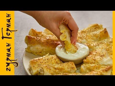 Слойки с яйцом, сыром и зеленым луком.