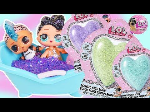 LOL Family Dolls Open Fizzy Fizz Bath Bombs in Barbie Pool