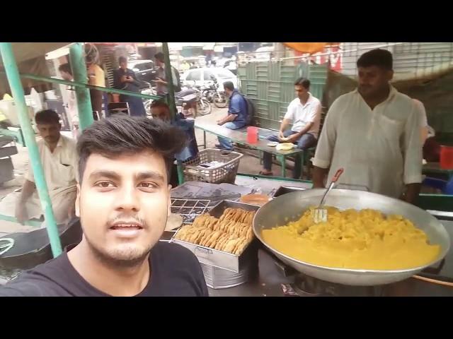 Bruns Road Famous Halwa Puri | Karachi Foods Reviews | Street food of Karachi Pakistan