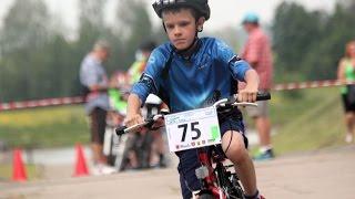 Start wy�cigu dzieci na dystansie Mini w Czas na JBB