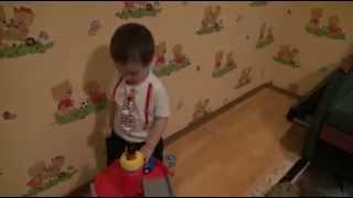 видео Как выбрать игрушечную парковку или детский автотрек?