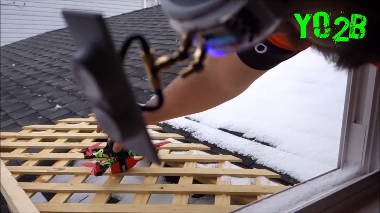 Профи управляет квадрокоптером от первого лица картинки