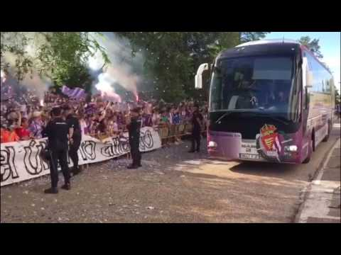 El Real Valladolid, recibido de manera espectacular en Zorrilla antes de su partido frente al Cádiz
