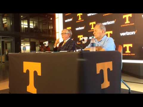 Johnny Majors, Gus Manning on 1956 Tennessee football team
