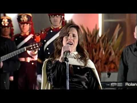 Soledad Pastoruti en Yapeyú. Himno Nacional Argentino.