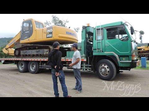 Fuso Self Loader Trucking Heavy Equipment Transport Komatsu PC200 CAT 320D Excavator