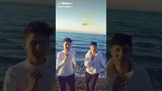 بطلت اعشق واحب يزن و حمزة ملوك التيكتوك اشتركو في القناة لان القناة جديدة ملوك التيكتوك