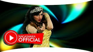 Larissa Kentring - ABG Palsu - Official Music Video - Nagaswara