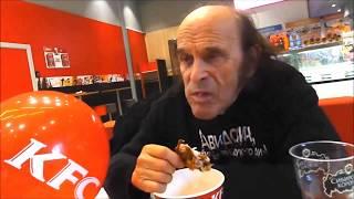 Аркадий пришёл в KFC не ради себя. Ради котенка с улицы Лизюкова.