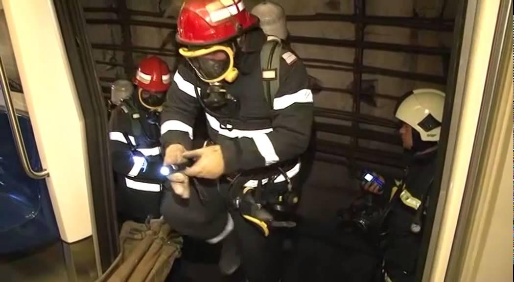 INCENDIU puternic, într-un bloc din Bucureşti: Şase ...  |Incendiu Bucuresti