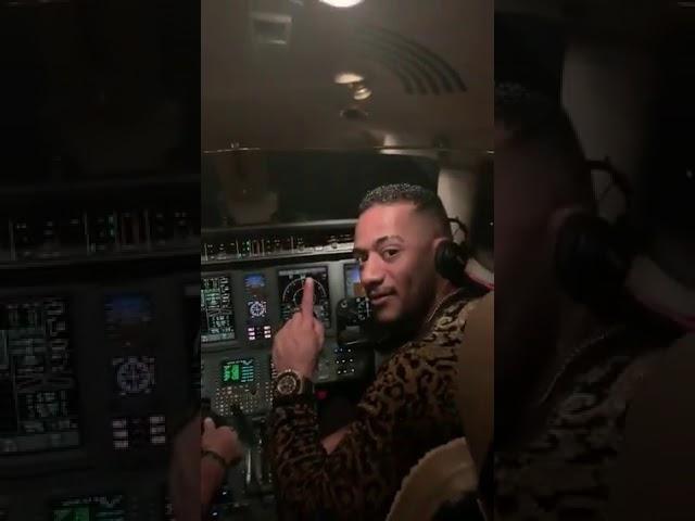 محمد رمضان يعرض الفيديو الاصلي مع الطيار الذي تم وقفه مدي الحياه {الطيار هنا مفيش حكومة أنا الحكومة}