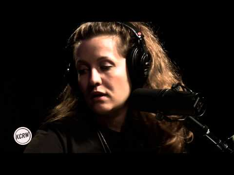 """Jessy Lanza performing """"Keep Moving"""" Live on KCRW"""