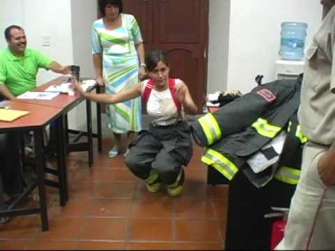 Curso de bombero uso de equipos contra incendios thumbnail
