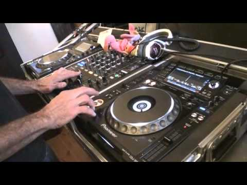 DJ Mixing lesson  How to mix in key to keep the flow of your set.