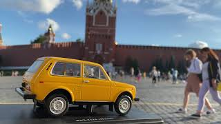 LADA Niva at the Red Square, Moscow 19:00 Chimes on the Spasskaya Tower.