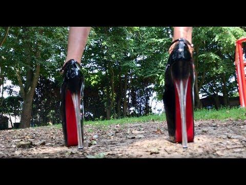 Girls Giving Lap Dances in PublicKaynak: YouTube · Süre: 7 dakika33 saniye