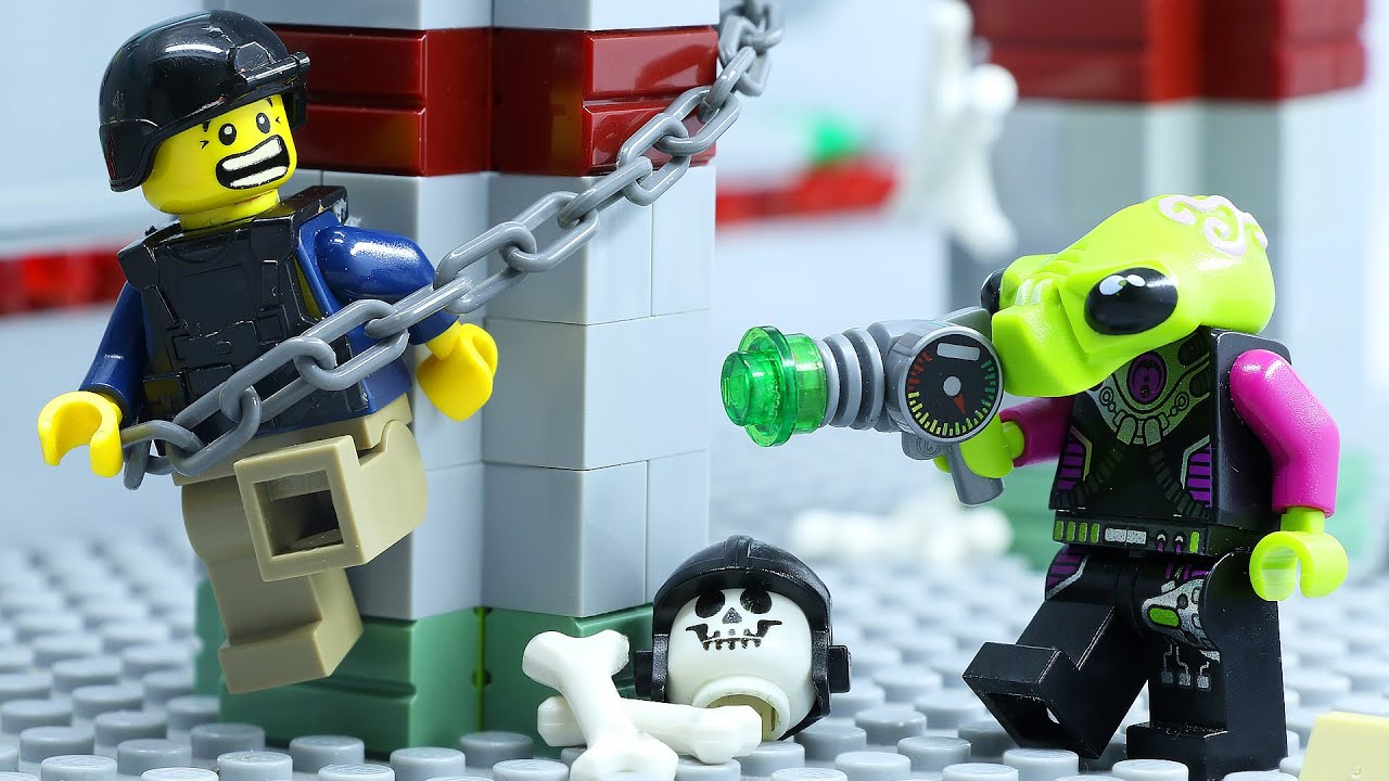 LEGO Land | Lego Escape Alien Invasion Attack: Special Lego Wall | Lego Stop Motion