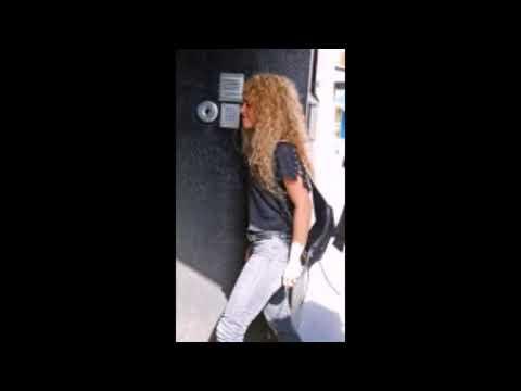Shakira leaving offices in Barcelona