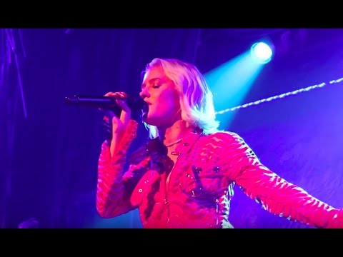 Zara Larsson premieres 2 new songs! (Ruin my life & Don't worry about me)