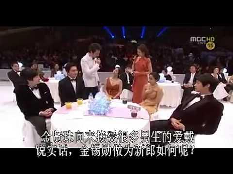 Kim Hyun Joo being interviewed at drama Awards