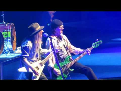 Poison   Montreal April 10,2017 Look What the Cat Dragged In + Ride The Wind