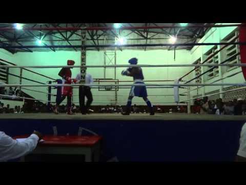 Combat de Boxe a Tamatave Madagascar FerlinDios (Rouge) & Tana (Bleu)