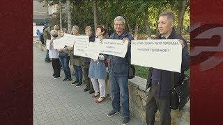 Новосибирцы вышли на пикет против разработки песчаного карьера рядом с их домами