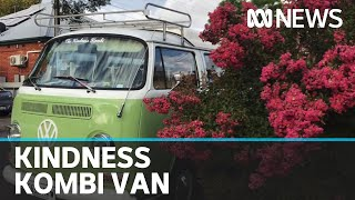 The Kindness Kombi brings music to Adelaide residents in coronavirus isolation | ABC News