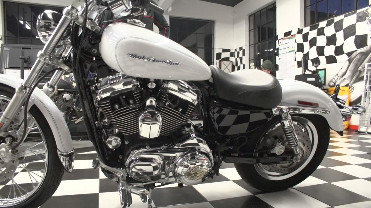 White Harley Davidson: 2005 Harley Davidson Sportster XL1200C