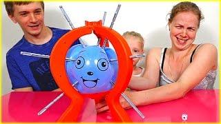 БУМ БАЛУН ЧЕЛЛЕНДЖ – ЛОПАЕМ шарики веселые игры от Семьи канала FAMILY BOX Кто выиграет в этой Битве