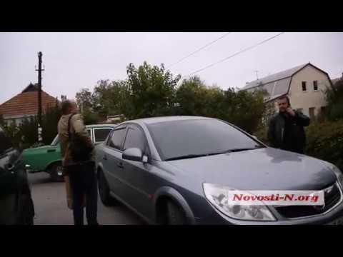 Новости-N: Видео Новости-N: правоохранители выходят после обыска из дома соседей Титова