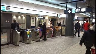 東京メトロ東西線大手町駅のJR東京駅に最も近い改札口の風景