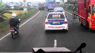 Rombongan 40 bis dengan kawalan polisi