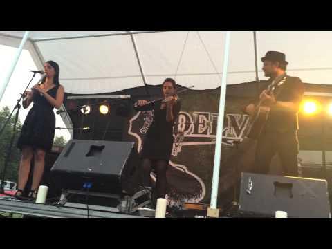 DELVA - Hill of Thieves (Cara Dillon Cover) - (Live auf dem X. FFT am 22.08.2015)