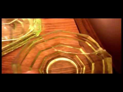 VINTAGE OLD ART DECO GLASS 4pc DRESSING TABLE BEDROOM SET URANIUM GREEN