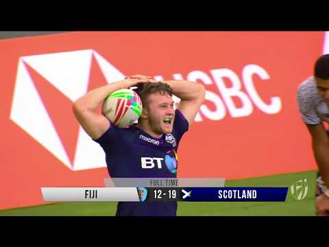 Highlights: day one at the Singapore Sevens